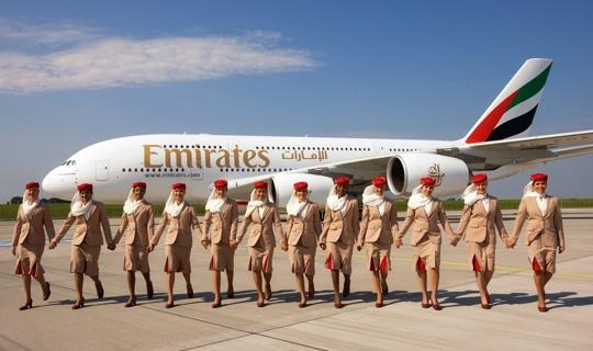 Avion et hotesses emirates